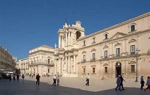 Le Temple De L Automobile : palais vermexio xviie si cle est le si ge de l 39 h tel de ville il na t au d but du xviie ~ Maxctalentgroup.com Avis de Voitures