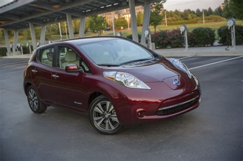 nissan leaf confirmed   kwh battery  miles
