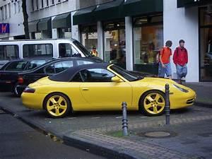 Porsche 911 Type 996 : file yellow porsche 911 carrera cabriolet type wikimedia commons ~ Medecine-chirurgie-esthetiques.com Avis de Voitures