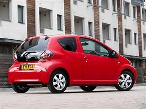 Toyota Aygo 2008 : toyota aygo 3 door uk spec 2008 wallpapers 2048x1536 ~ Medecine-chirurgie-esthetiques.com Avis de Voitures