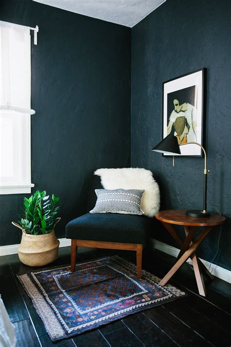 dark walls work  small spaces designsponge