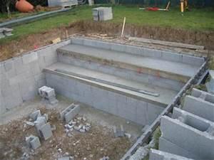montage des blocs a bancher 10 avril piscine fait maison With maison en beton coule 6 le beton pour la maison parpaing bloc a bancher premur