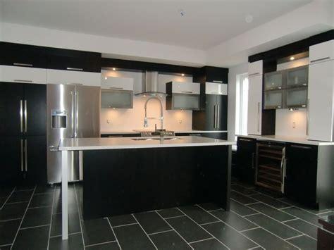 armoire de cuisine moderne avec ilot comptoir corian cuisine moderne 2 mod 232 le 2