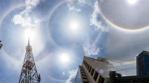 ฮือฮา พระอาทิตย์ทรงกลด กลางทำเนียบฯ เชื่อลางดี ขณะ ครม.ใหม่ รัฐบาลบิ๊กตู่ เข้าทำงาน ขณะยังถูกแรงกดดัน จากการชุมนุมเรียกร้อง 3 ข้อ ของกลุ่ม. พระอาทิตย์ทรงกลด ล่าสุด 29 มิถุนายน 2560 คอหวยฮือฮา