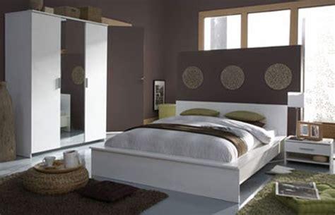 chambre grise davaus chambre adulte grise et jaune avec des