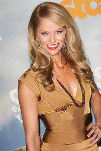 Ellen Hollman the Spartacus: Vengeance actress gets curvy ...