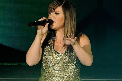 Kelly Clarkson to Sing on 'Saturday Night Live'