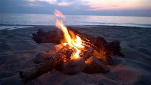 Campfire on Oval Beach, Saugatuck MI - YouTube