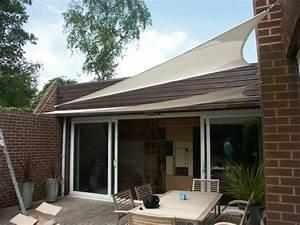 Terrasse und garten sonnenschutz ideen sonnensegel und for Markise balkon mit weiße mauer tapete