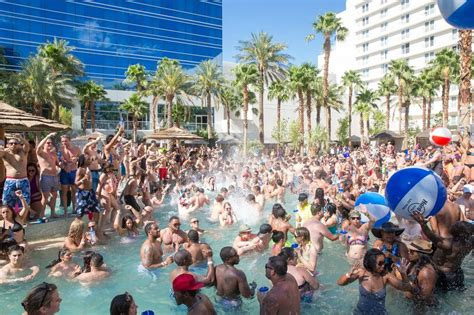 top  las vegas pools   top  travel