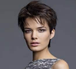 coupe courte cheveux ã pais coupes faciles à porter le top des meilleurs