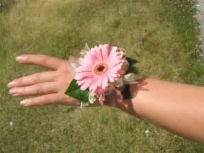 bracelet fleur mariage wedding hairstyles rainbow gerbera