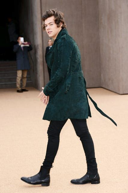 celebrity chelsea boots trend pictures