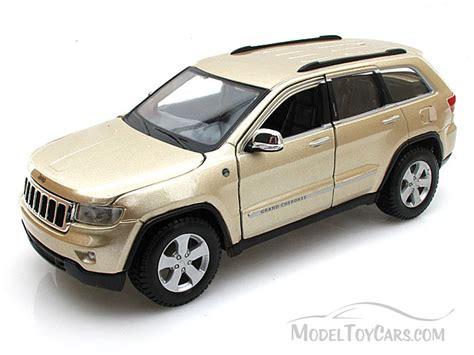 toy jeep cherokee jeep grand cherokee laredo suv gold maisto 31205 1 24