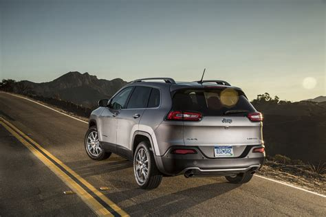 jeep lineup 2015 2015 jeep cherokee limited rear three quarters 02 photo 6