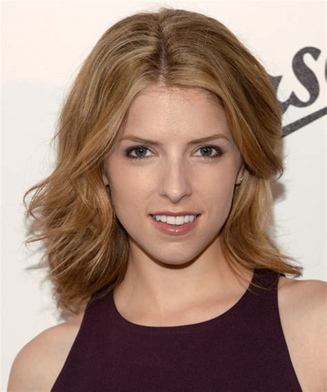 anna kendrick medium straight casual hairstyle