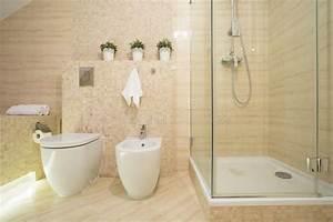 Dusche Neben Toilette : bidet toilette und dusche stockfoto bild von betrieb 48955438 ~ Markanthonyermac.com Haus und Dekorationen