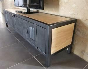 Meuble Tv Casier Industriel : meuble tv industriel bois acier avec ancienne porte de vestiaire ~ Nature-et-papiers.com Idées de Décoration