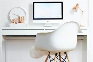 Schreibtisch Mit Stuhl : blogger arbeitsplatz eames stuhl dekoration und imac ~ A.2002-acura-tl-radio.info Haus und Dekorationen