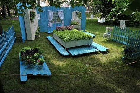 recycling  wood beds  yard landscaping
