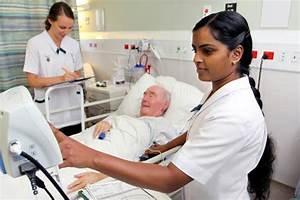 Two nurses at work – Health practitioners – Te Ara ...
