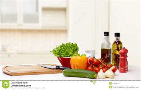 vernis table cuisine vegetables spices and kitchenware on table stock photo