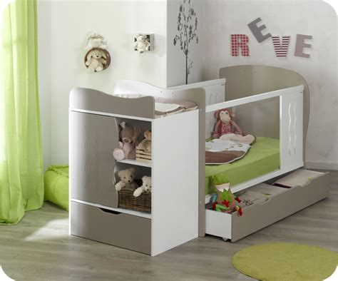 chambre bebe evolutif but lit bébé évolutif jooly et blanc