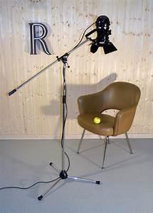 Lampe Haute Sur Pied : anciens projecteurs cin ma vendus ~ Teatrodelosmanantiales.com Idées de Décoration