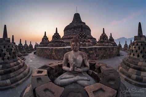 borobudur  biggest buddhist temple   world java