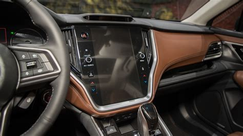 subaru outback interior screen motor trend en espanol