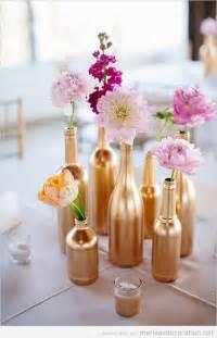 idees mariage bouteilles dorés et argentés pour décorer une table de mariage décoration mariage idées pour