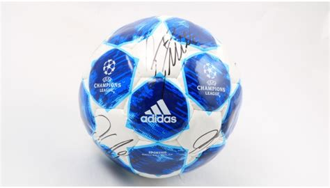 Official UCL 2018/19 Matchball - Signed by the Juventus ...