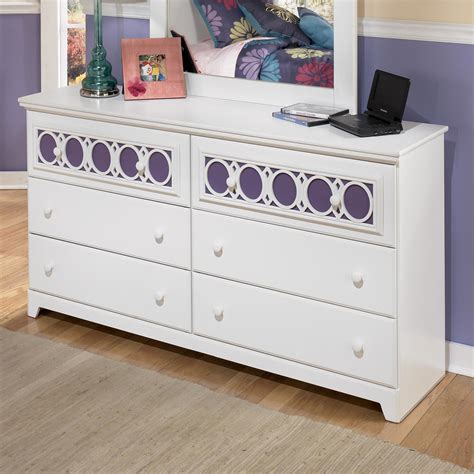 Furniture Zayley Dresser by Signature Design By Zayley 6 Drawer Dresser With