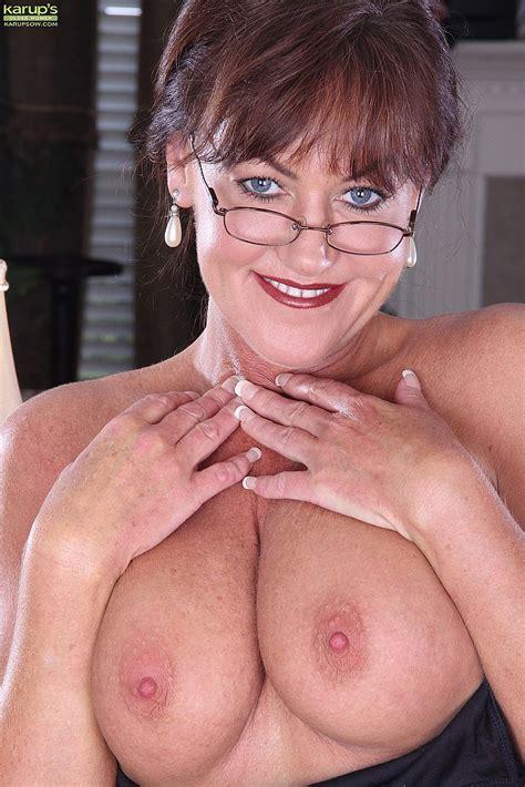 Cynthia Davis Flaut Her Racks And Muff Milf Fox