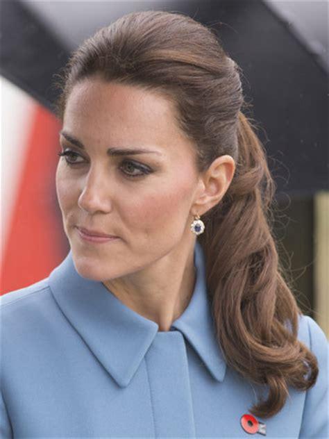 kate middleton  chic  curly ponytail  rainy royal