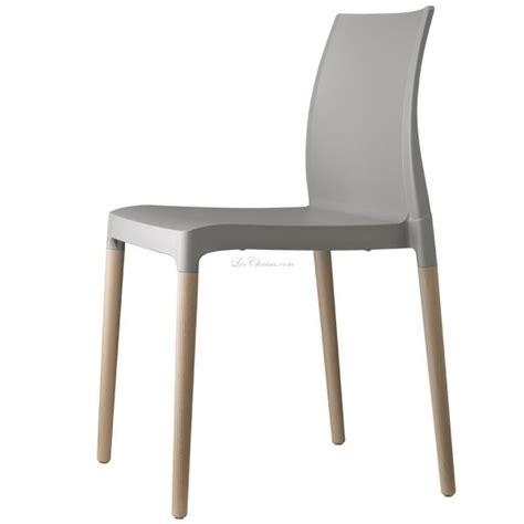 chaise en plastique chaise plastique et bois et chaise design plastique