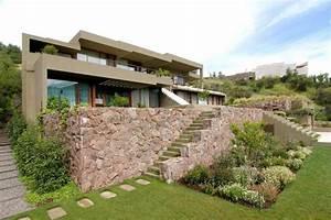 jardin en pente moderne idees et conseils en 25 photos With amenagement exterieur maison terrain en pente 11 creer une terrasse en bois sur un terrain en pente