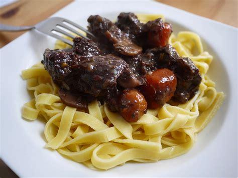 comment cuisiner un bourguignon boeuf bourguignon rapide blogs de cuisine