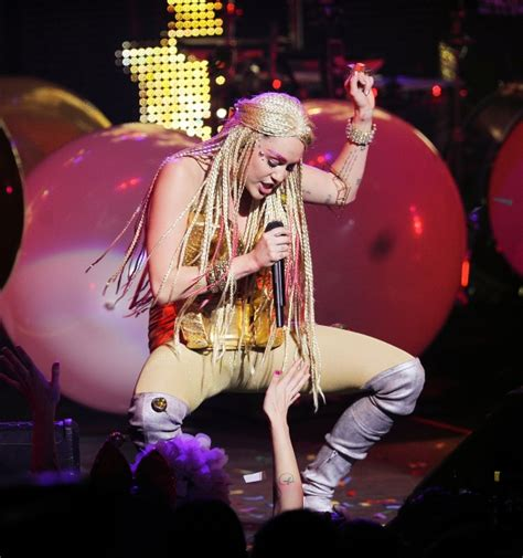 Concert Miley Cyrus Photos Miley Cyrus Her Dead Petz