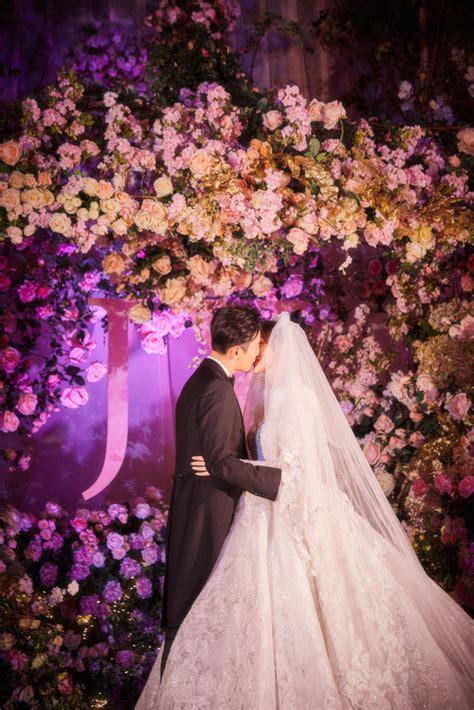 唐嫣罗晋婚礼现场照曝光 两人深情亲吻甜蜜十足