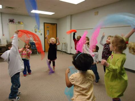 music and dance preschool play move and sing out and about st louis 106