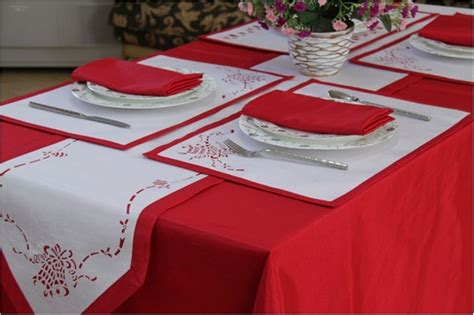 Table Linens : Christmas Jingle Bell Table Linen