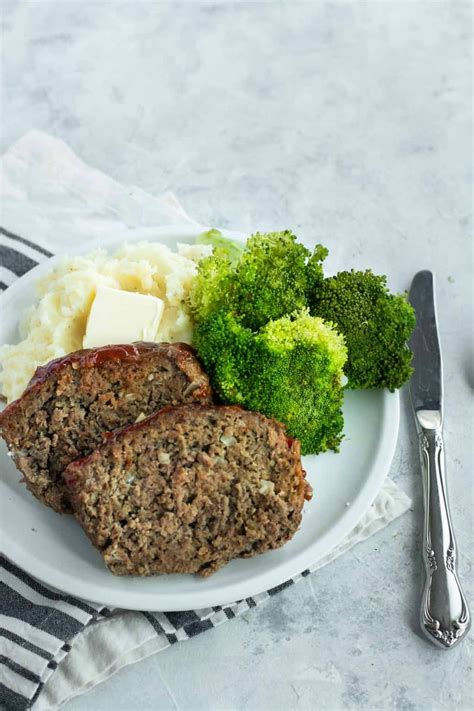 Oatmeal meatloaf doesn't appear any different than the kind with bread crumbs, so it's a good way to sneak complex carbs and fiber into a carnivorous meal. Best 2 Lb Meatloaf Recipes - Easy Meatloaf Recipe The Best Meatloaf Recipe Diethood : Made ...