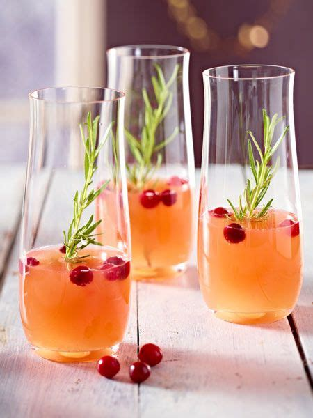 alkoholfreier pfirsich und cranberry cocktail mit