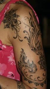 Tattoos Schulter Oberarm Frau : die besten 25 henna tattoos schulter ideen auf pinterest ~ Frokenaadalensverden.com Haus und Dekorationen