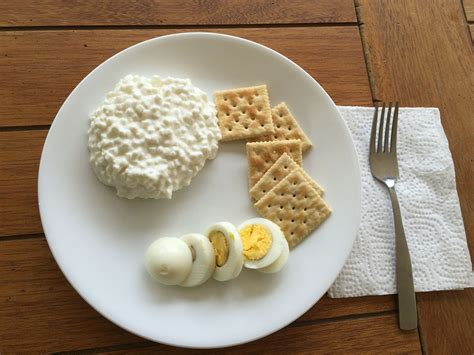 cottage cheese lunch ideas 2nd day lunch 1 cup of cottage cheese 1 hardboiled egg 5