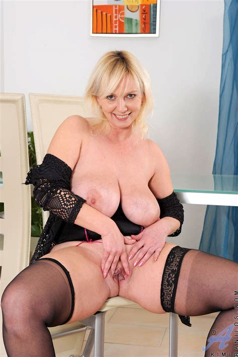 hot anilos cougar kimi fucks her pussy with a pink sex toy and gets off granny seduction