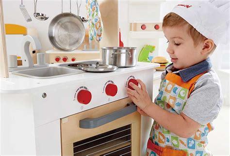 jeux d imitation cuisine hape cuisine du chef en bois cavernedesjouets com