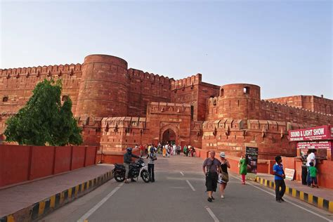 red fort agra history timings location architecture