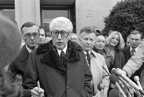 felt mark watergate deep throat 1980 washington fbi reporters irony scandal wine nixon caso richard woodward york bernstein del bob